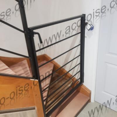 Garde corps pour limiter l'accès des escaliers aux enfants