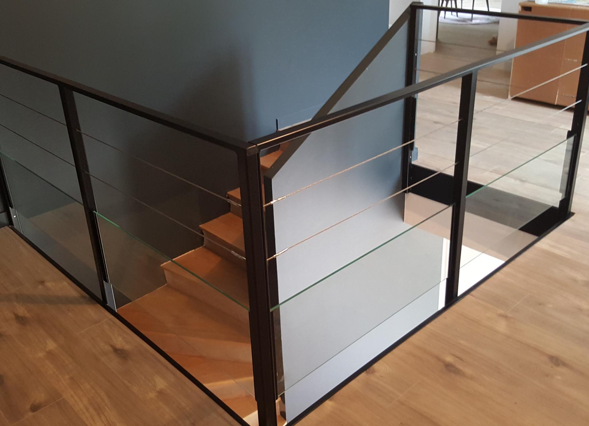 fabrication de garde corps morderne sur mesure ou standard. Black Bedroom Furniture Sets. Home Design Ideas