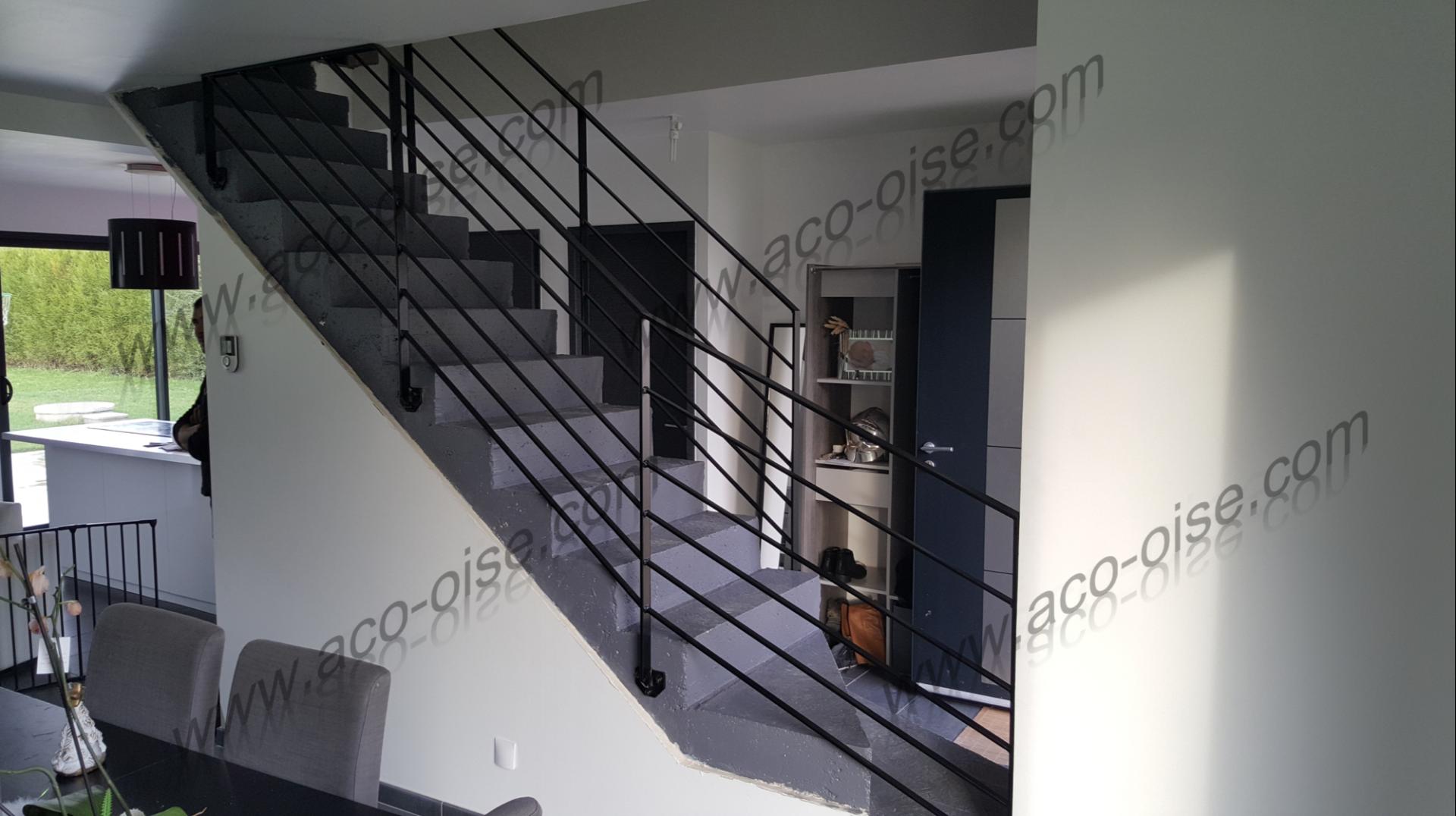 Rampe d'escalier en acier noir design
