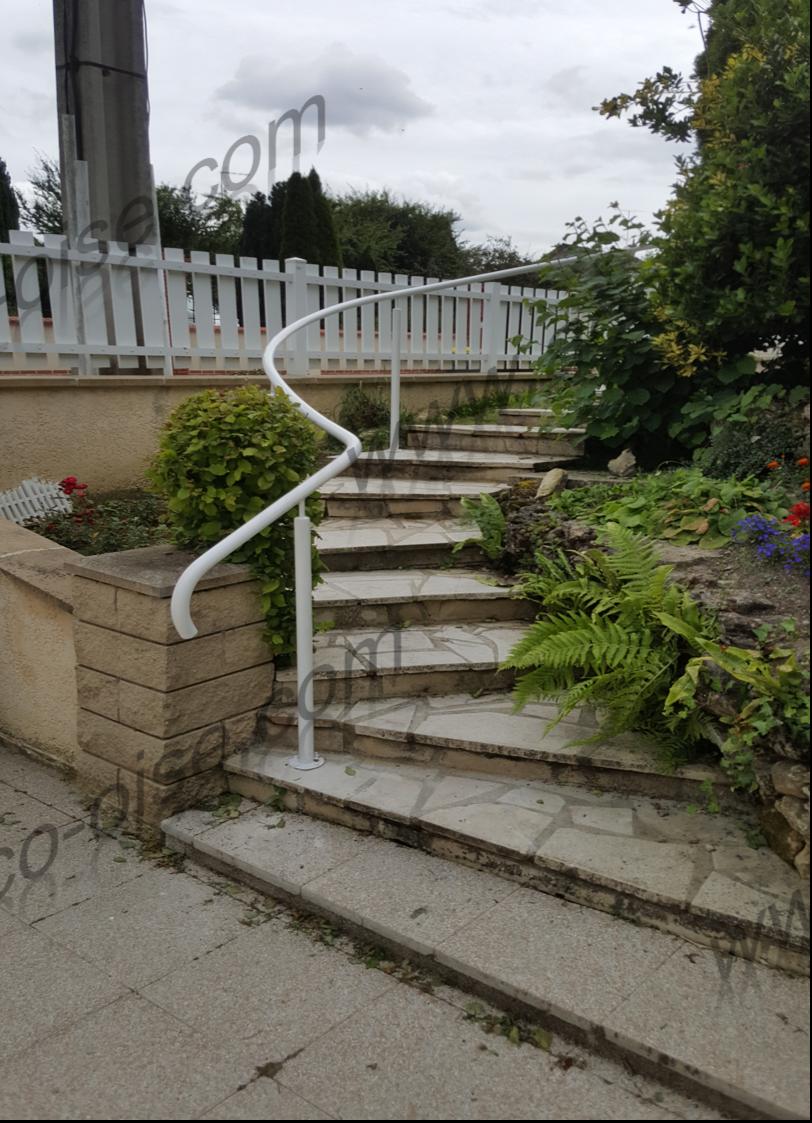 Main courante pour un escalier extérieur