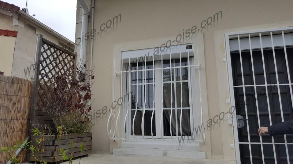 Grille de défense blanche pour fenêtre en Rez-de-chaussée