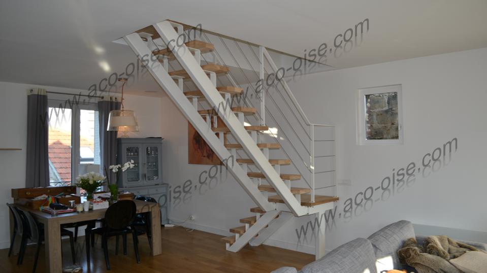 Escalier bois et structure acier blanc