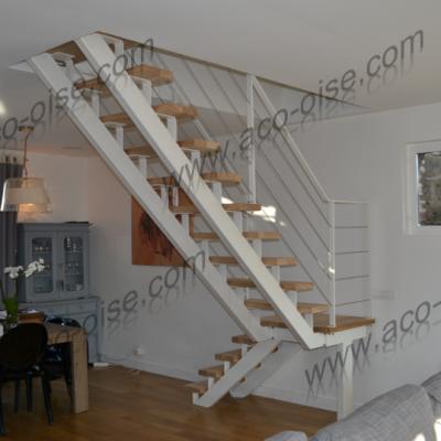 Escalier structure acier blanc et marches en bois
