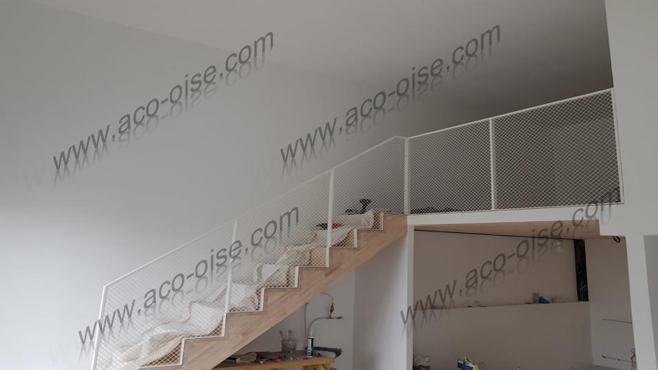 Escalier en bois style grillagé