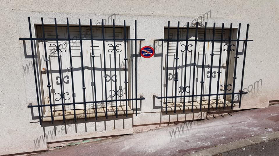 Grille de défense pour fenêtres sur rue