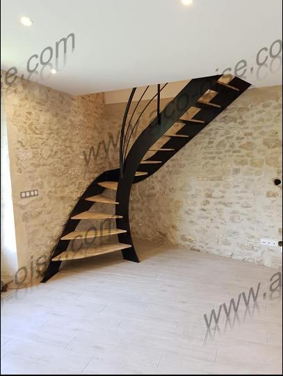 Escalier bois et acier noir asymétrique